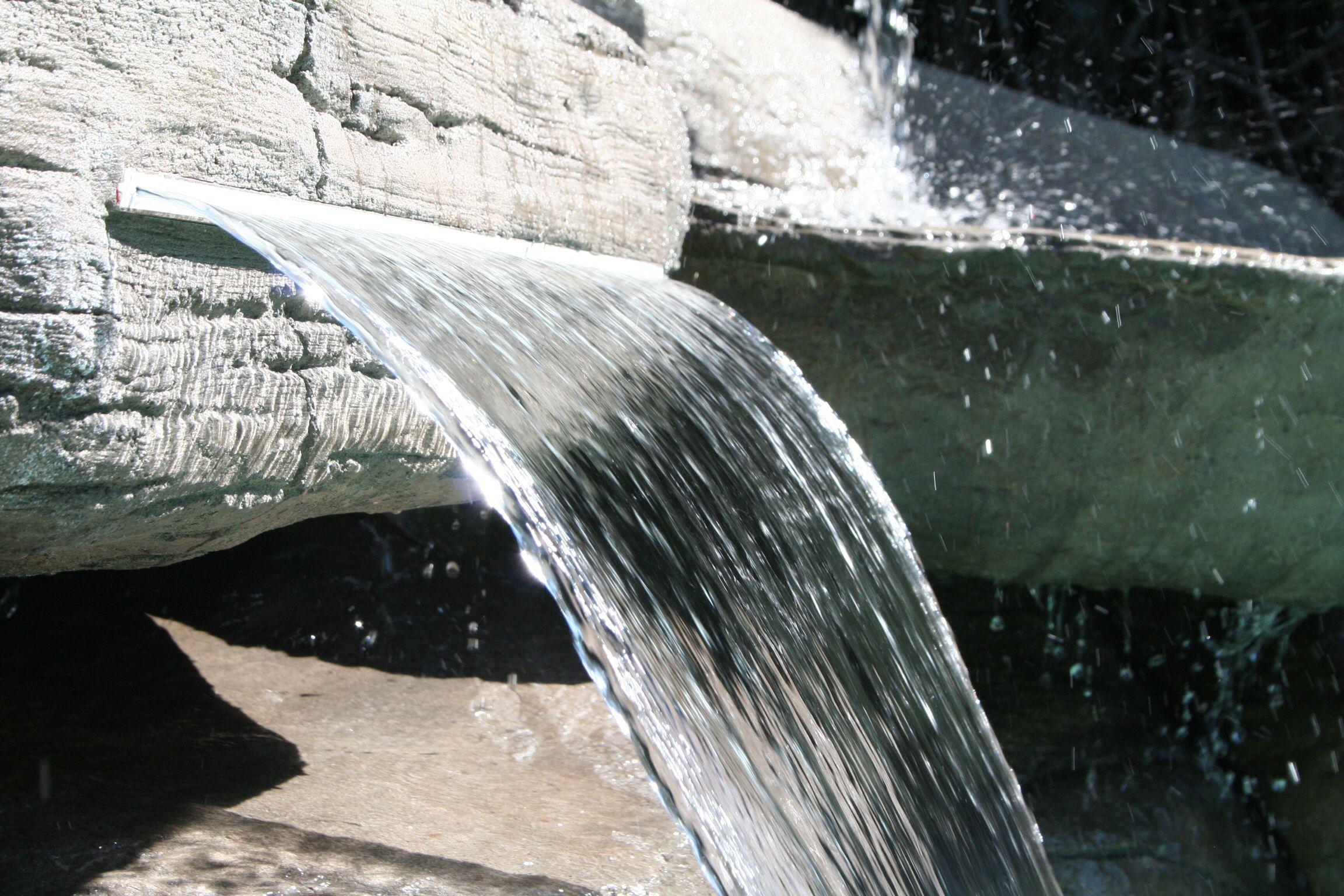 Detalle lengua de agua en cascada de ferrocemento piscina - Piscina tipo playa ...