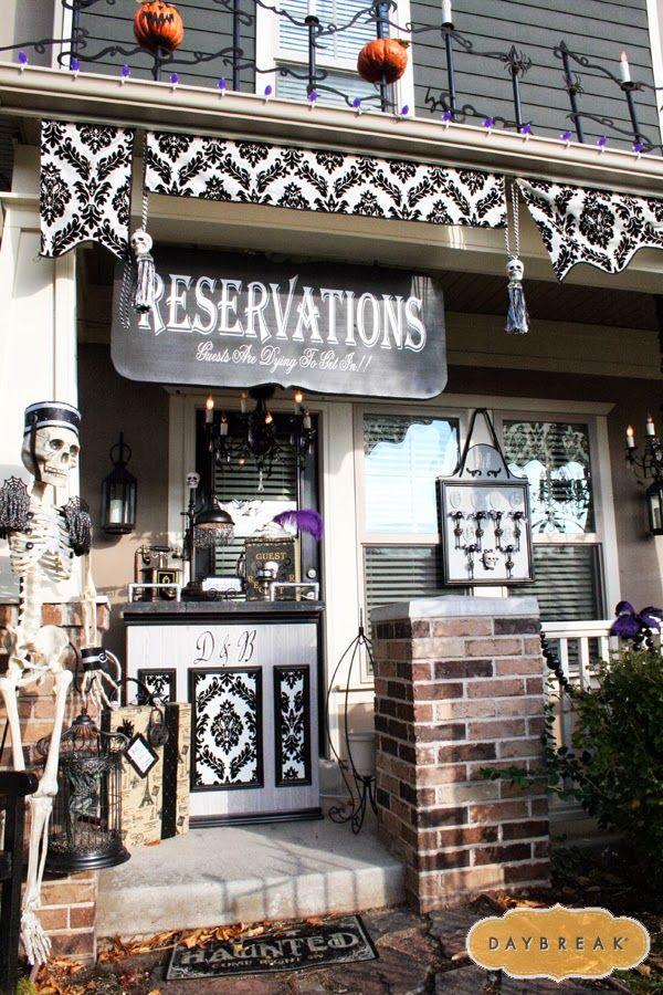 via daybreak 20 fabulously spooky halloween front porches via a blissful nest