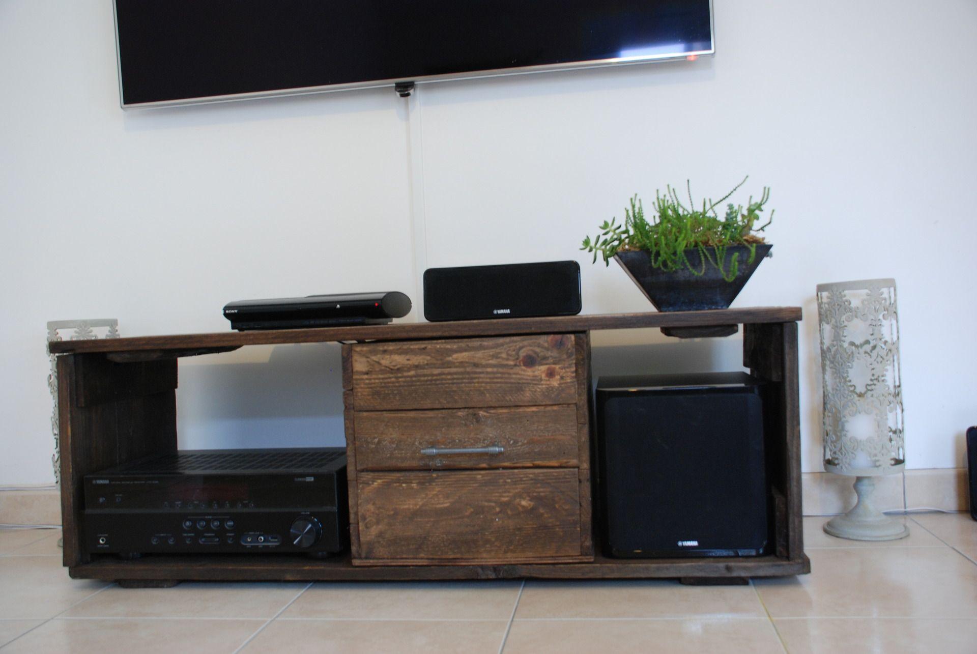meubles tv fait avec de bois de palette meubles et. Black Bedroom Furniture Sets. Home Design Ideas