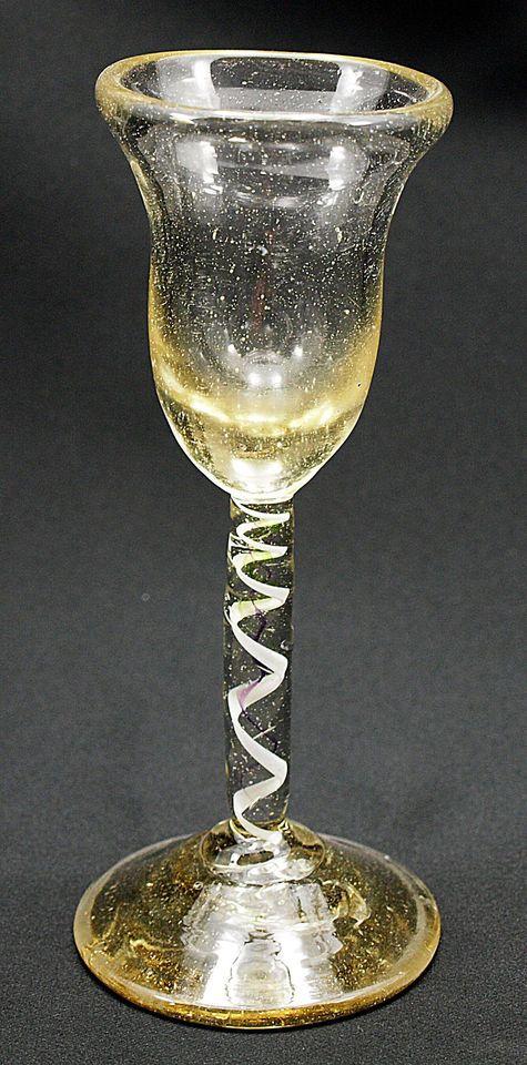 (Nr. 4) Ungewöhnliches Fadenglas, Mitte 18. Jh.