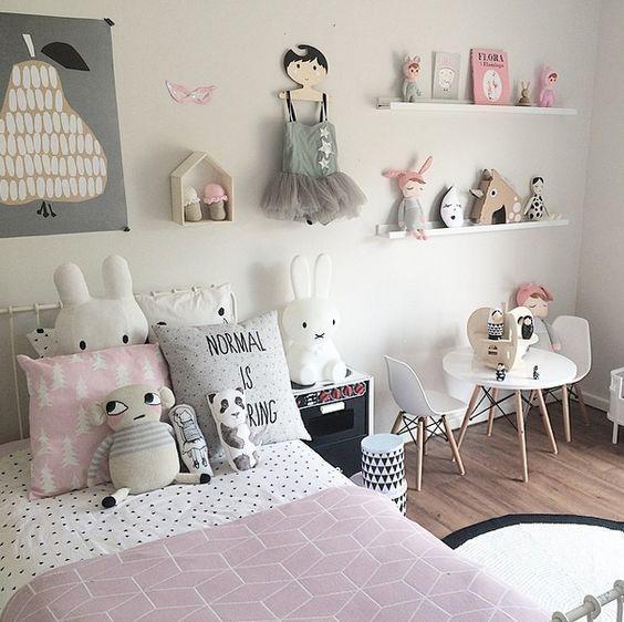 Ideen Für Mädchen Kinderzimmer Zur Einrichtung Und Dekoration. DIY Betten  Für Kinder. Mit Freundlicher Idea