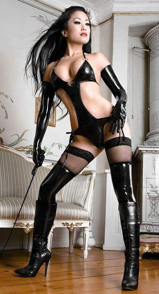 Najlepšie čierna mačička striekať