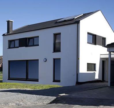 Moderne fassaden einfamilienhäuser satteldach  Individuell planbar –