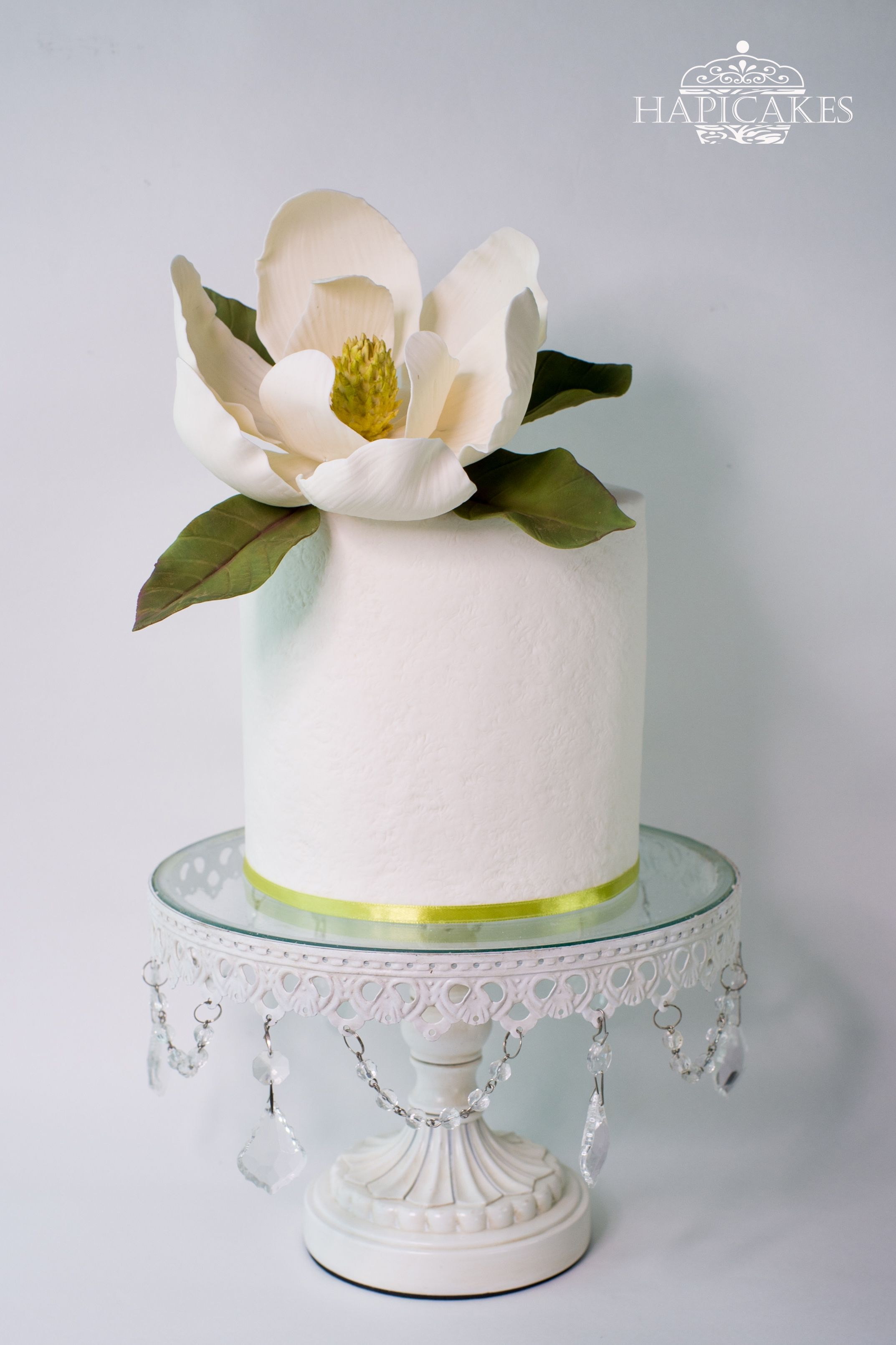 Hapicakes Facebook Magnolia Cake Wedding Cakes With Cupcakes Beautiful Cakes