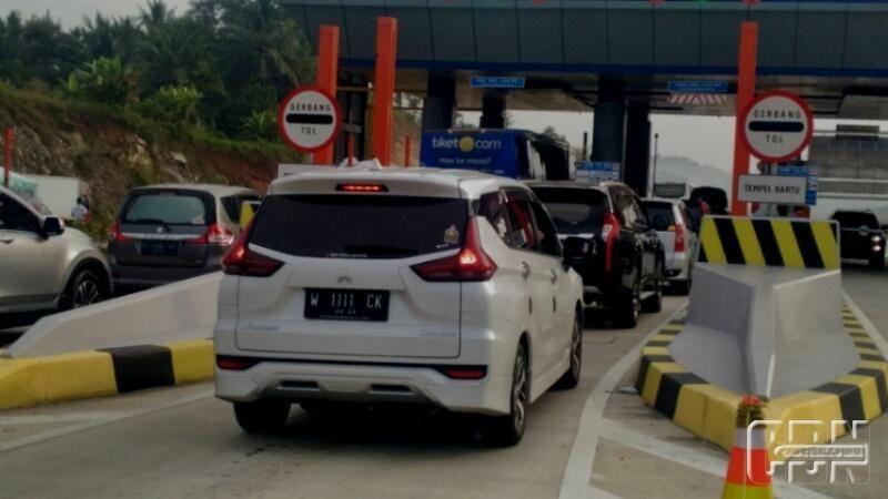 Gerbang Tol Ciawi Ramai Lancar Polisi Kendaraan Gerbang