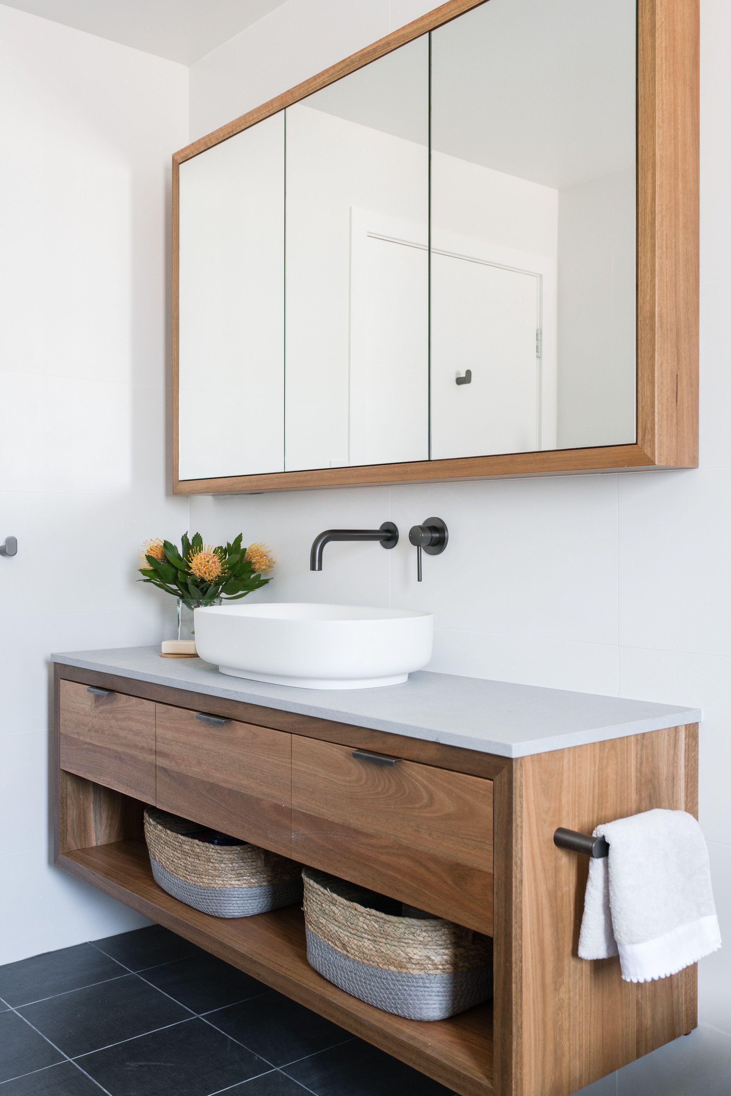 Timber Vanity And Shaving Cabinet Cabinet Shaving Timber Vanity Banyo Badezimmer Beispiele Badezimmer Neues Badezimmer