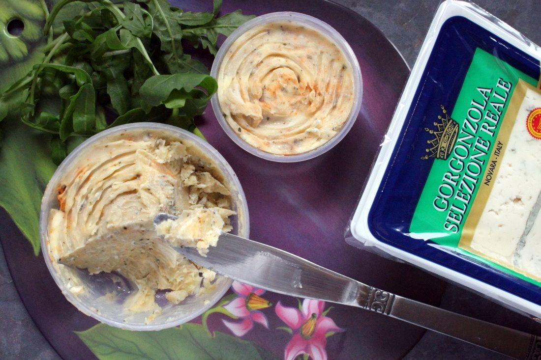 Gorgonzola Butter! Perfect to grilled meats and vegetables.