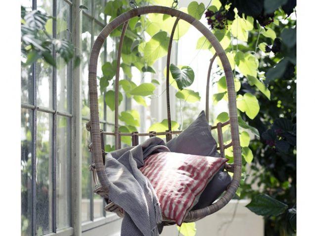 Am nagement jardin nos id es pour un jardin gai et cosy elle d coration jardin balcony - Siege suspendu salon ...