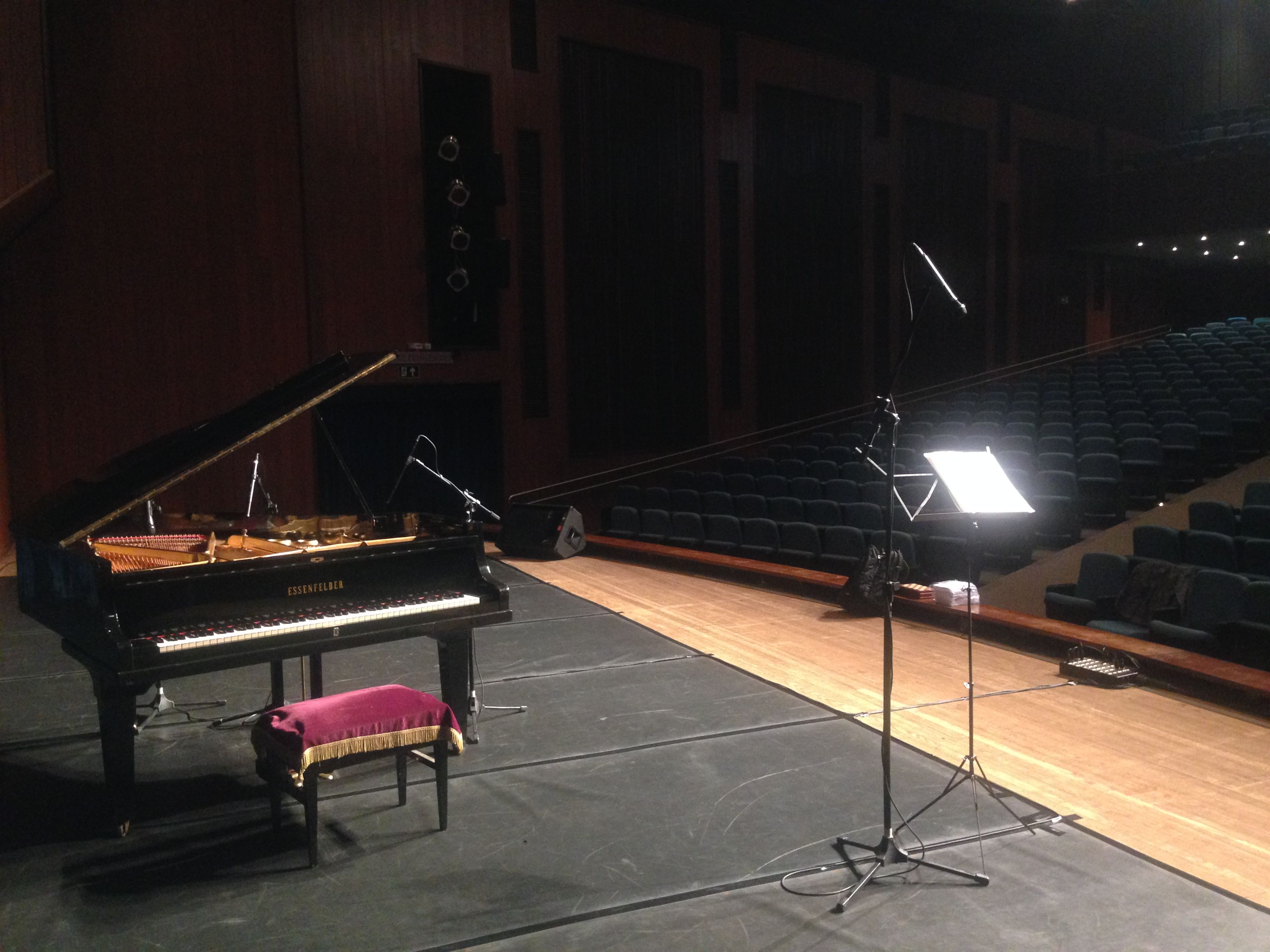 Teatro Municipal De Toledo Pr Belo Edif Cio Audit Rio Com  -> Sala De Tv Improvisada