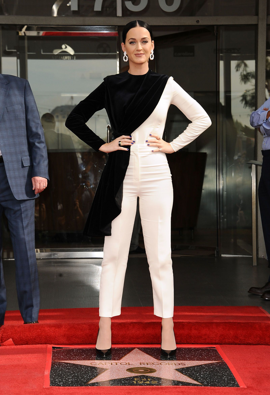 Wonder Woman S Lynda Carter Gets Her Hollywood Star Fashion Star Fashion Celebrity Red Carpet