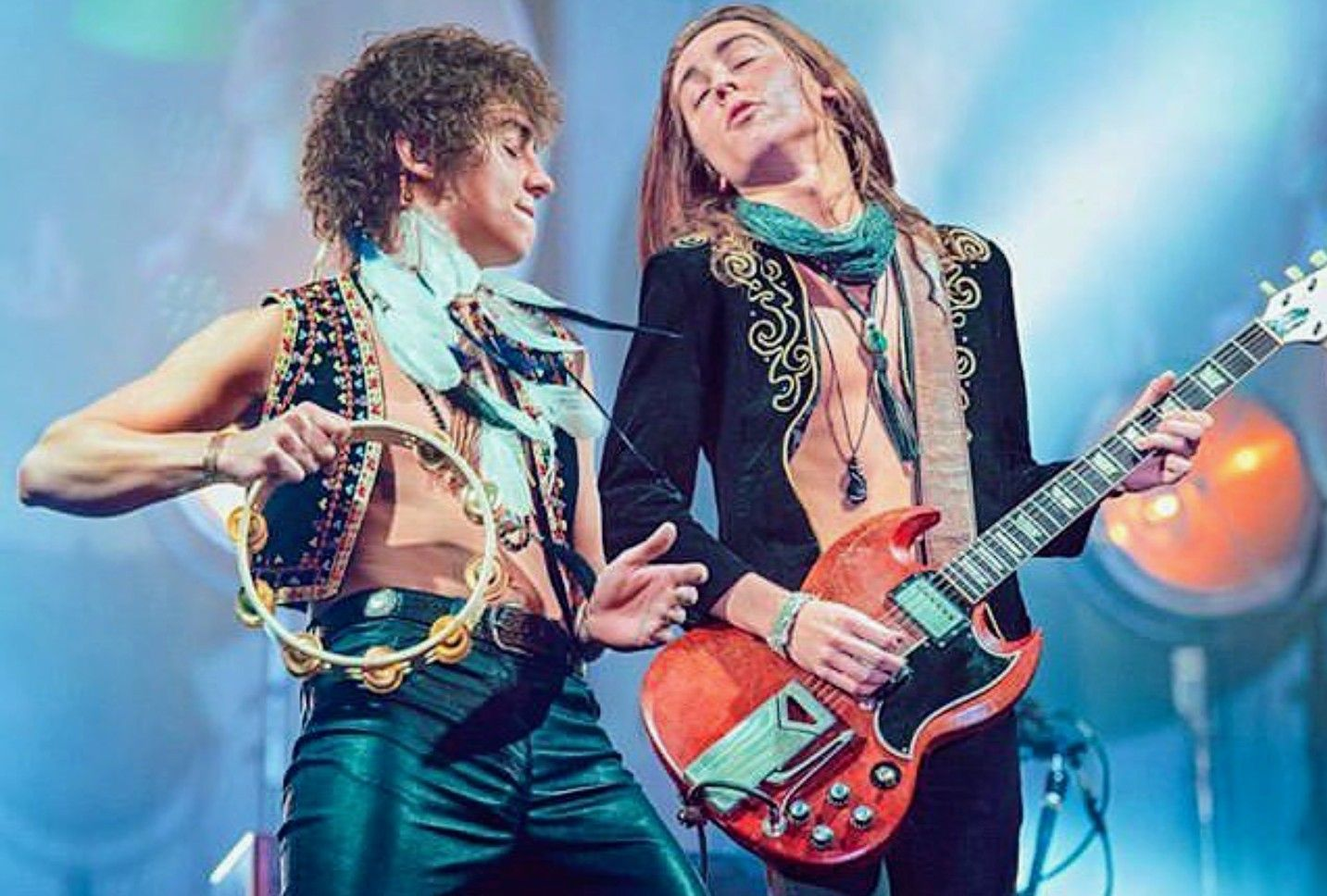 Aww They Both Have Their Eyes Closed Love This Greta Fleet Rock And Roll