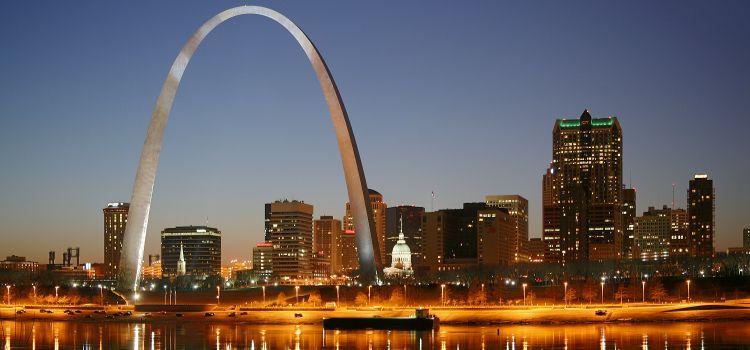Arco Gateway en St Louis en la ruta 66 en Estados Unidos