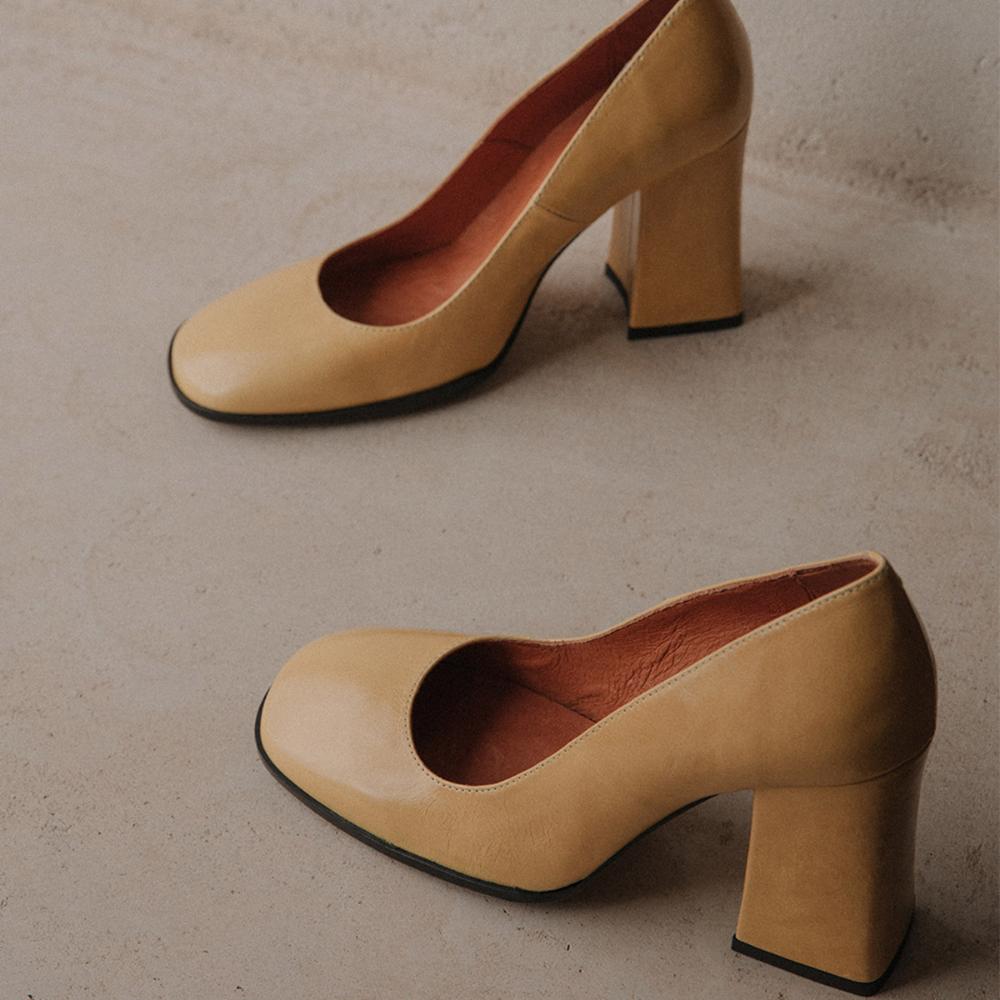 Escarpins à talon et bout carré , en croco beige JONAK