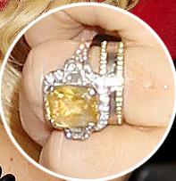 Jenny Mccarthy Wedding Ring Set Band Edged In Pave Diamonds