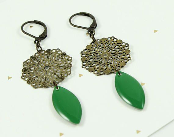 green earrings brass flower prints pendant green navette epoxy poxy lettre suivie et. Black Bedroom Furniture Sets. Home Design Ideas