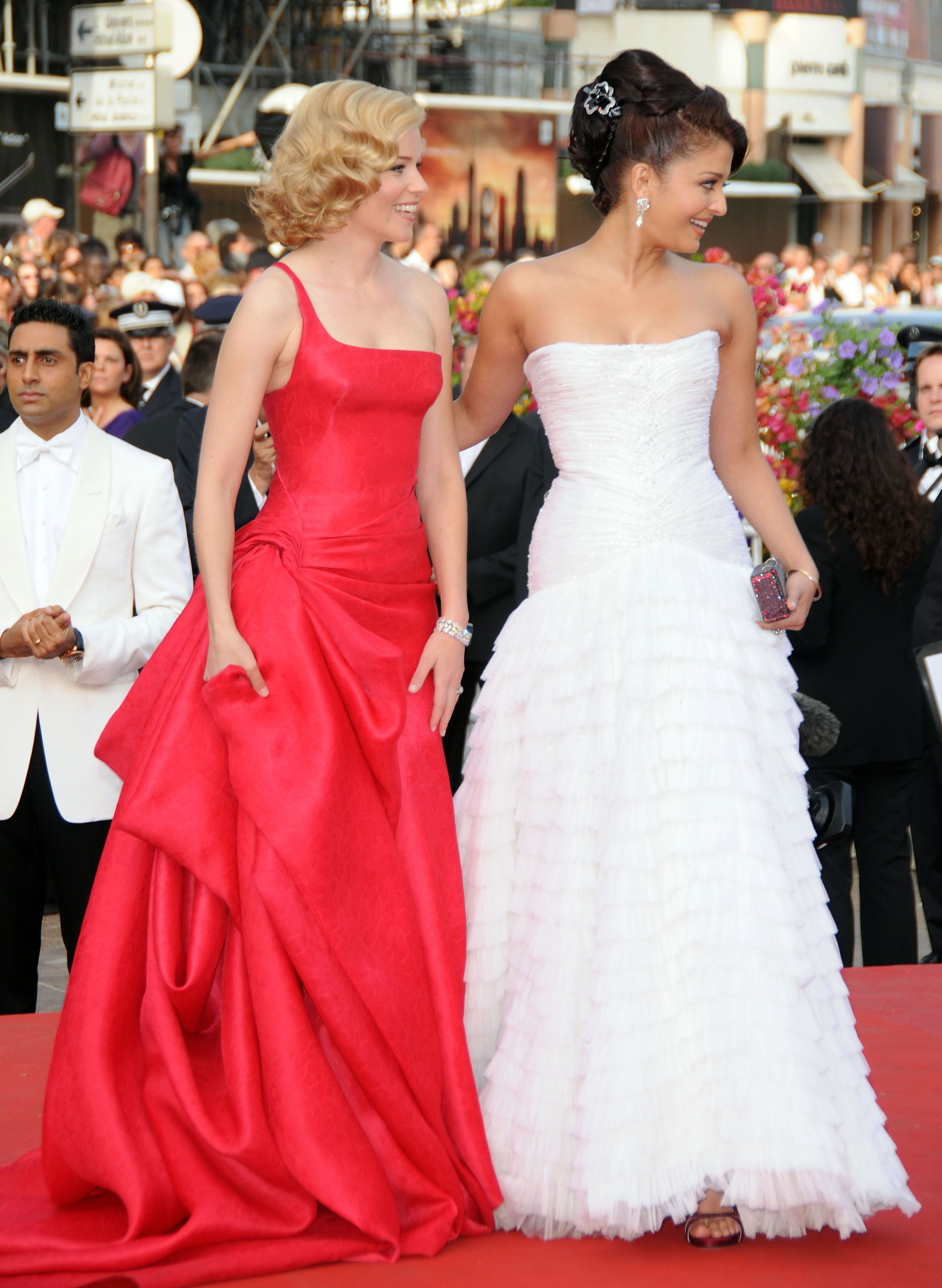 Aishwarya rai wedding dress  Aishwarya Cannes  Premiere Up  AISHWARYA RAI BACHCHAN