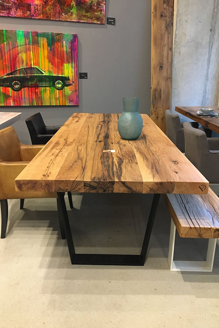Esstisch massivholztisch nussbaum holztisch naturkante for Holztisch massiv design