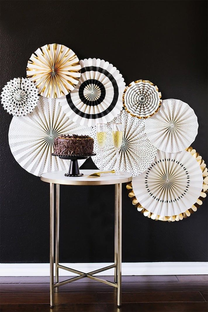 The Shopper's Guide to New Year's Eve Decor Ideas   Gold ...