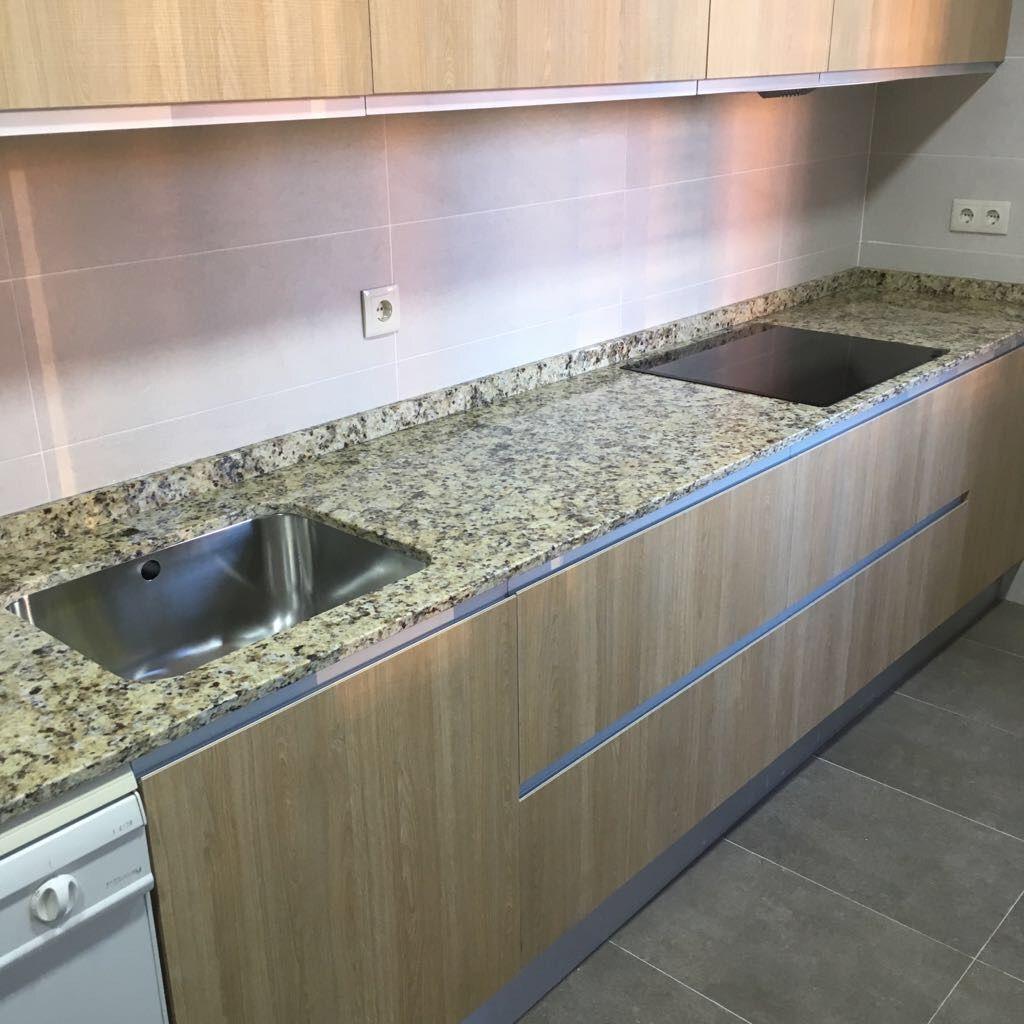 Encimera de cocina en granito Naturamia Nápoles pulido de 2 cm ...
