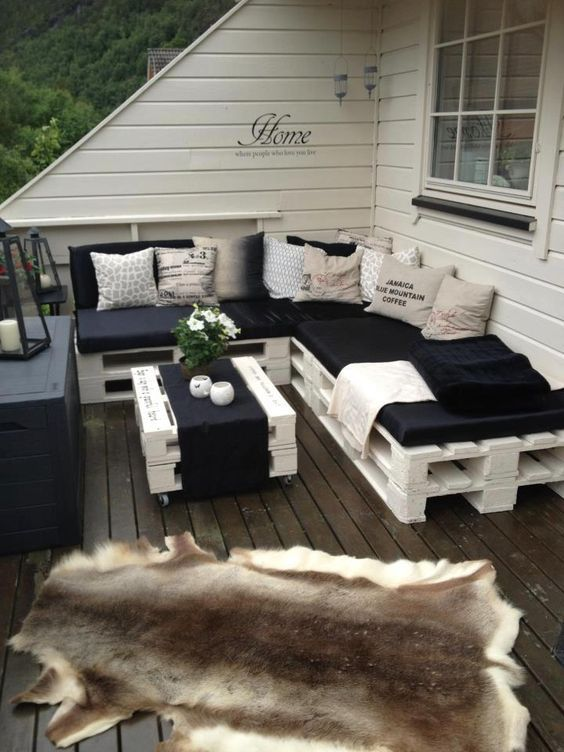 White Pallet Furniture For A Rooftop Terrace Can Be DIYed Easily And Looks  Cute And Rustic