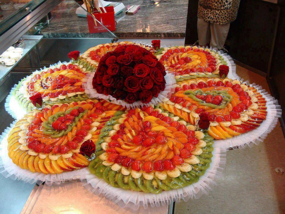 Exceptional Beautiful Bright Flower Shaped Fruit Tray With Rose Center
