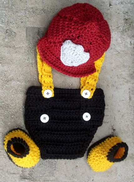 Conjunto confeccionado em crochê. composição  calcinha com suspensório 95e2dc169d7