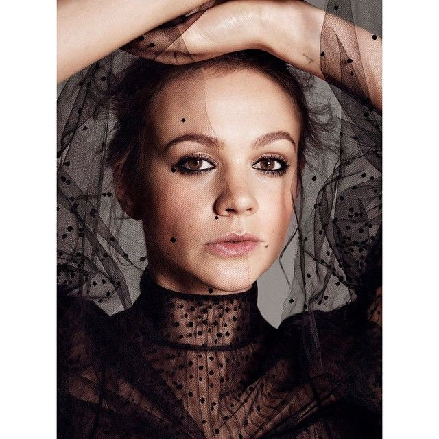 Cover story of actress #CareyMulligan for #ElleMagazine US Nov. 2015 #photo by #PaolaKudacki #styling by #BarbaraBaumel #hairstylist is #TracieCant #MUA #makeup #makeupby #PepGay #pepgaymakeup #beauty #beauté #belleza #fashion #mode #moda #fashionshot by @paolakudacki @barbarabaumel @samiranasr @elleusa @streetersldn @streetersusa @careymulligan_