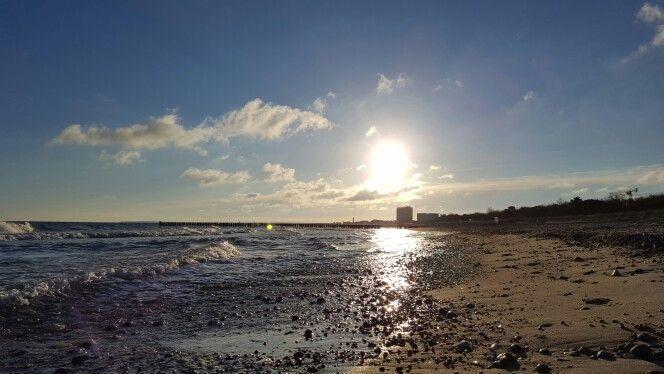 #Ostsee am 17.04.2016  #warnemünde #meer #ocean #balticsea #strand #frühling #blauerhimmel #Frühling2016 @hotelneptun  #Sonnenaufgang #meeresrauschen #wellen