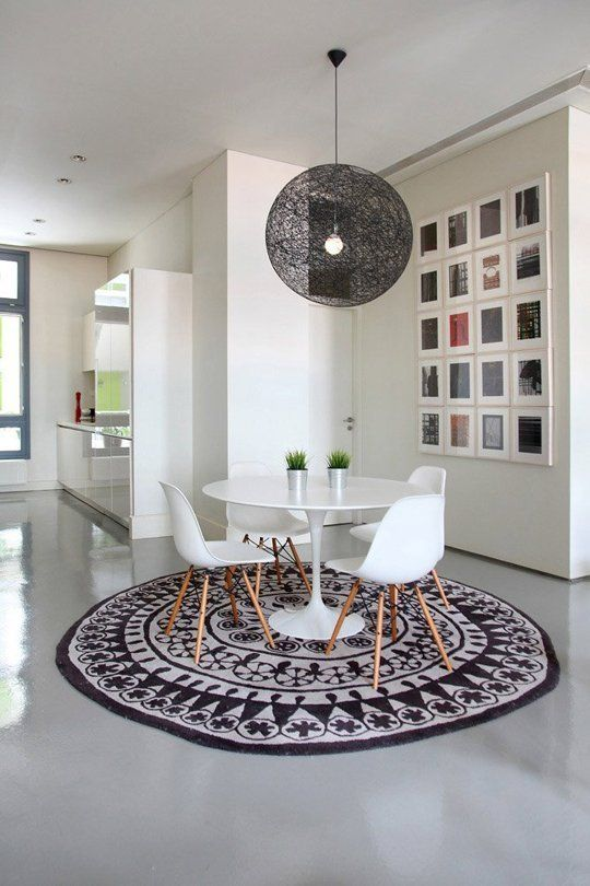 5 Ideas For Pulling Off Round Rugs Successfully Stylishly Rug Under Kitchen Table Round Dining Table Minimalist Home