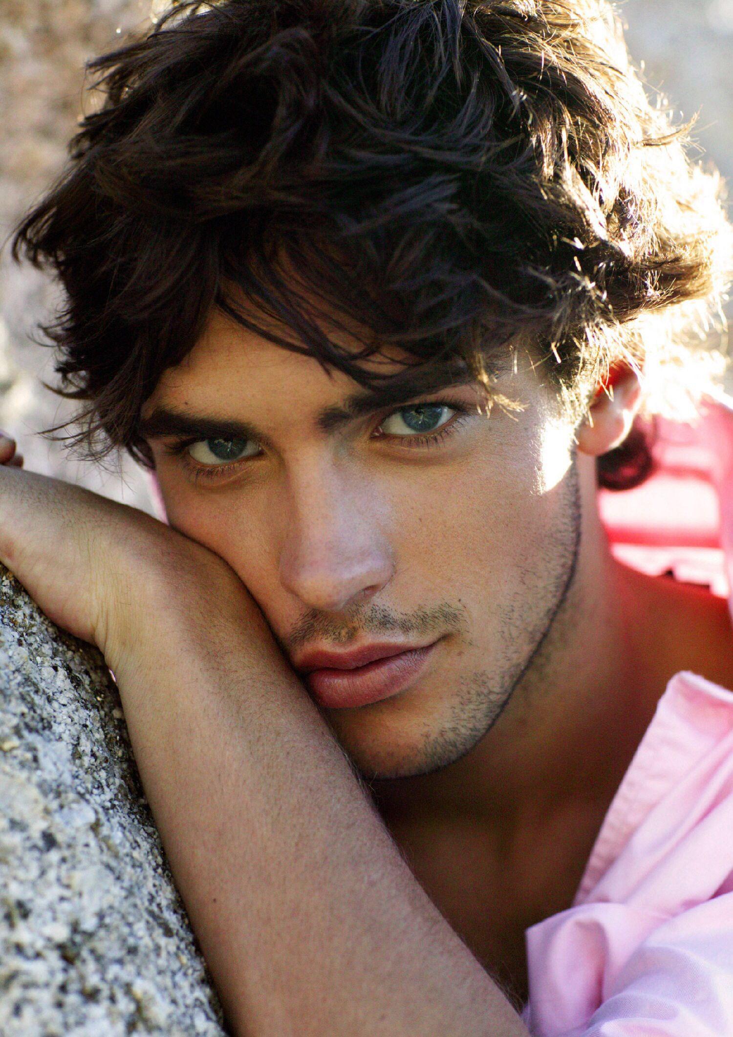 это самые красивые модели мужчины фото экссудативной
