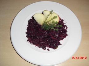 Rotkohl mit Rotkohl und Zwiebel - Rezept mit Bild