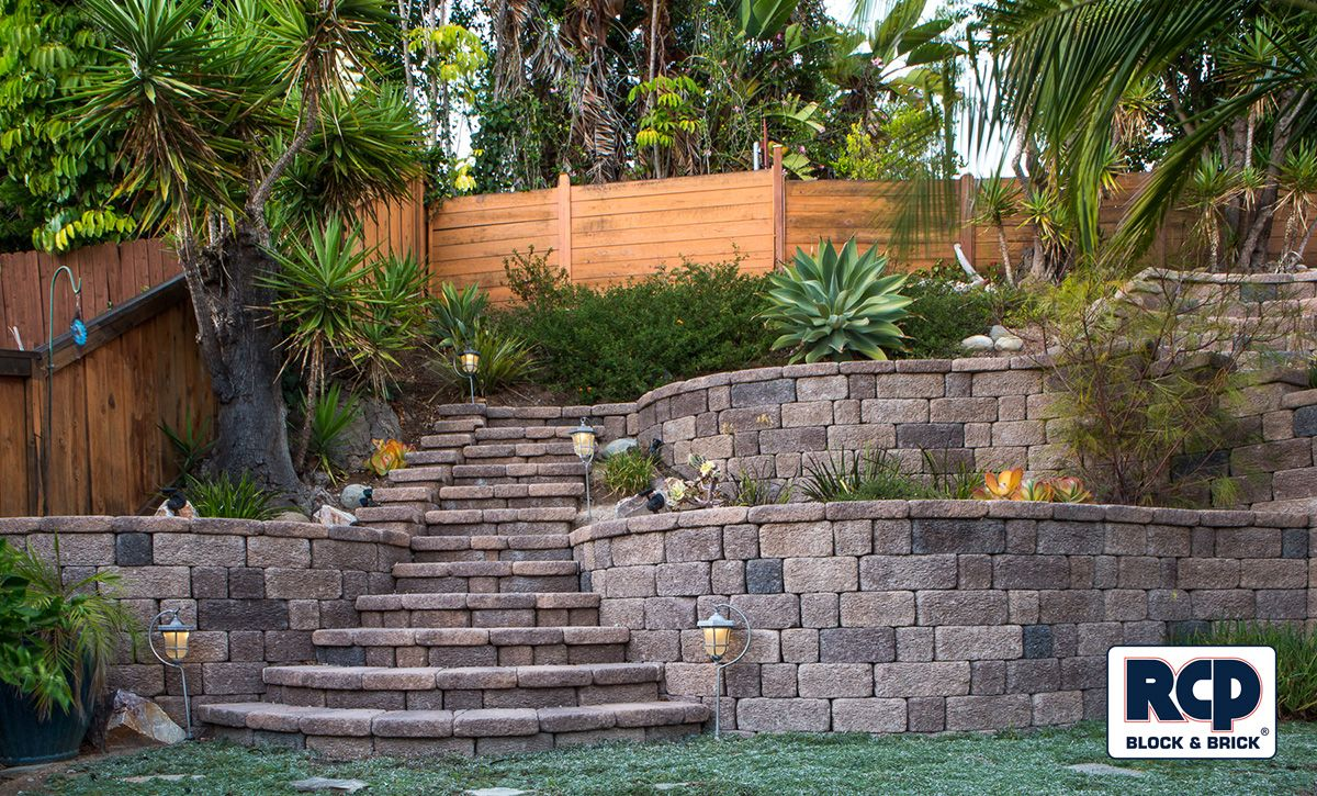 Beautiful backyard hardscape using Keystone Country Manor ...