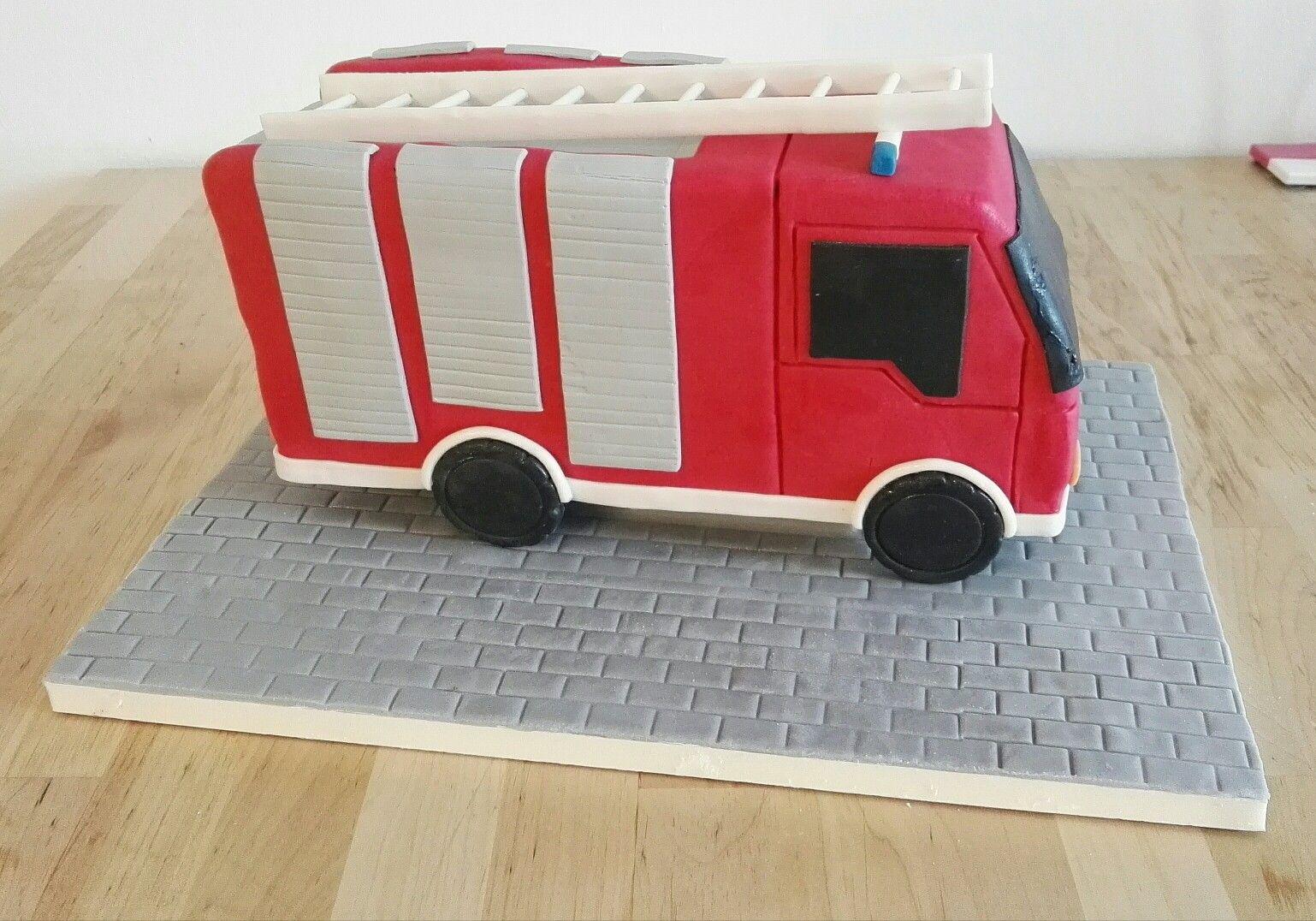 Feuerwehrauto Torte Fondant Cake Kuchen
