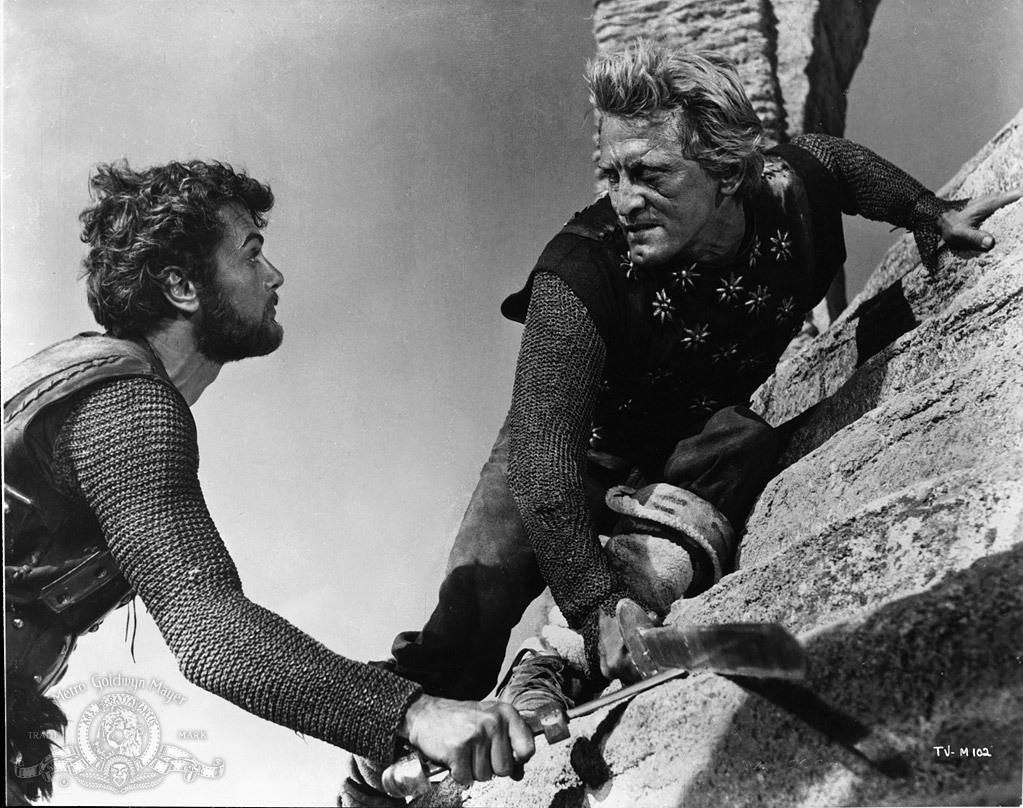 Still of Kirk Douglas and Tony Curtis in Vikingarna (1958) http://www.movpins.com/dHQwMDUyMzY1/the-vikings-(1958)/still-3898587904