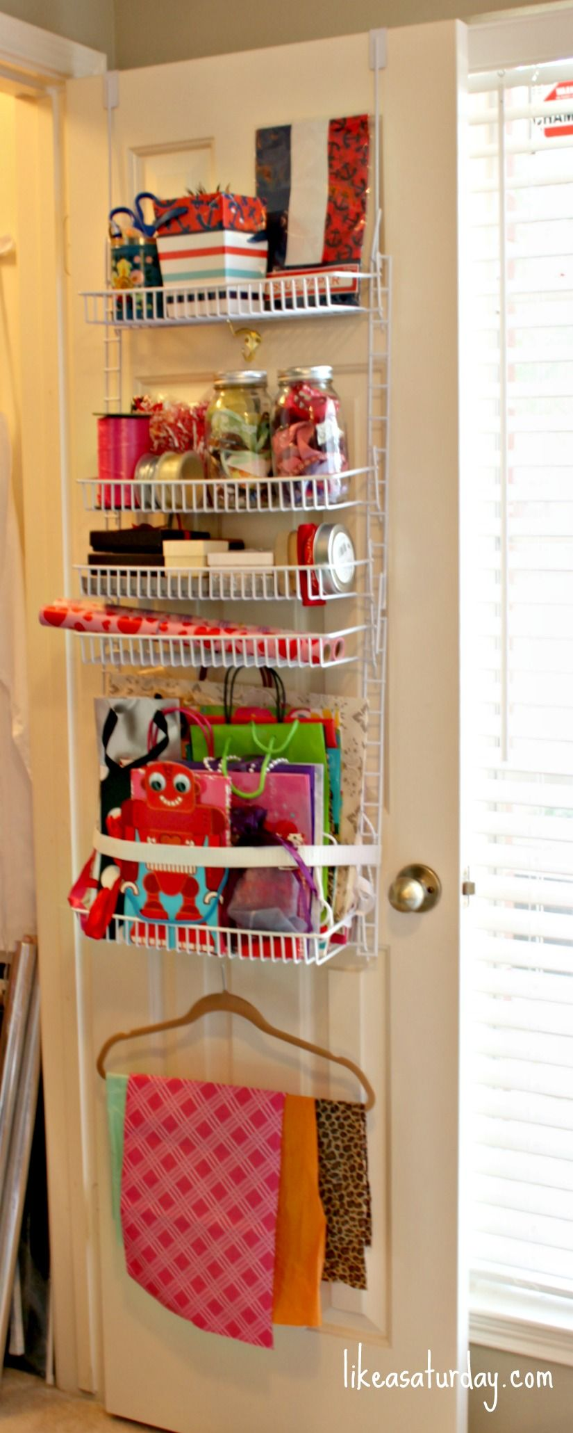 Over the door gift wrap storage, use wide elastic to support gift ...