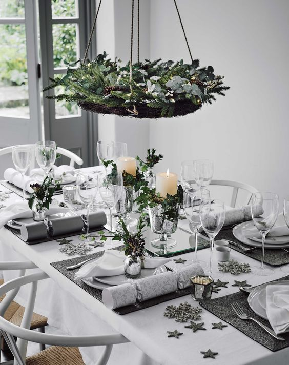 Christmas Table Decoration Ideas Settings And Centerpieces - Decorating dining room christmas white silver christmas palette