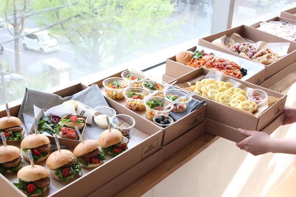 Pin By Beatriz Q On Box Catering Lunch Catering Food Delivery Packaging Food Packaging Design