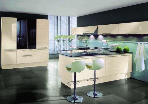 High gloss magnolia with blackberry glass Home decor Pinterest - küche magnolia hochglanz