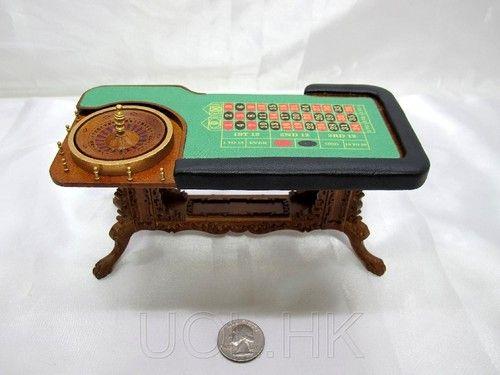 Mini roulette table