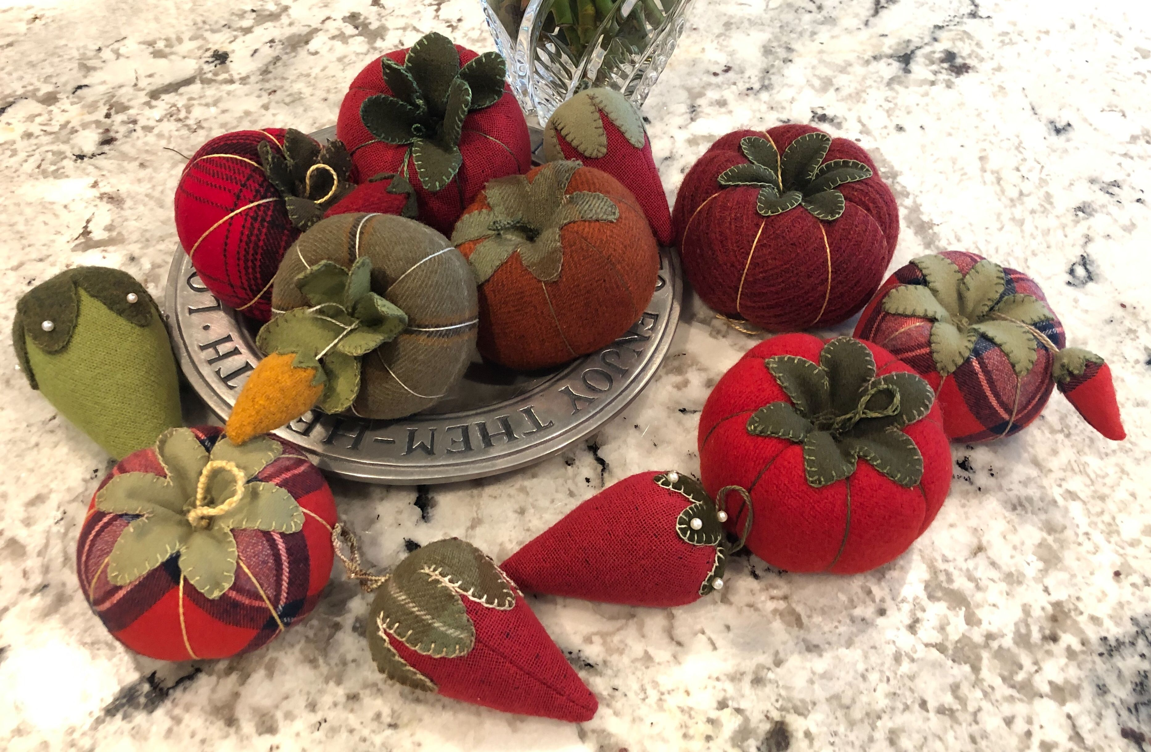The Humble Tomato Pin Cushion In 2020 With Images Pin Cushions