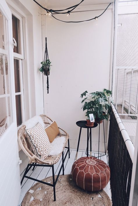 Little balcony styling with marrocan pouf, sissy-boy styling and lights #ideasforbalcony
