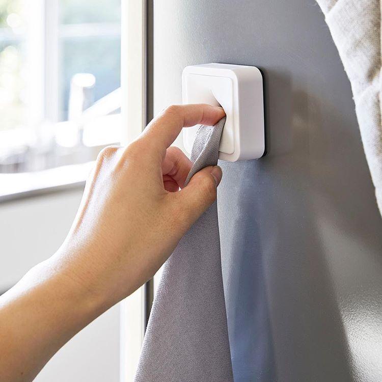マグネットで簡単 好きな場所にタオルを収納できる マグネットタオルホルダー タワー のご紹介です 毎日使うタオルはすぐに手の届く場所に置きたいですよね このホルダーは磁石がくっつく場所にならどこにでも設置できるので冷蔵庫や磁石が付くキッチンパネル