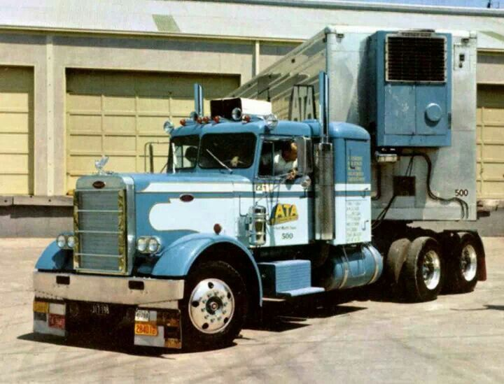 Peterbilt that 39 s an old pete but i like the pant design peterbilt trucks pinterest - Pictures of old peterbilt trucks ...