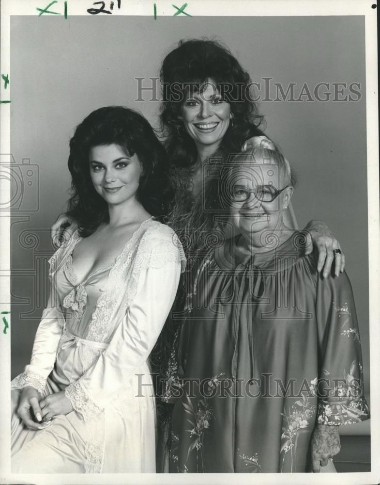 1982 press photo delta burke ann wedgeworth nedra volz for Are delta burke and gerald mcraney still married