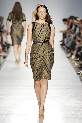 ok... i know i've pinned this before, but can you blame me for doing it again? this plus size dress is so chic!