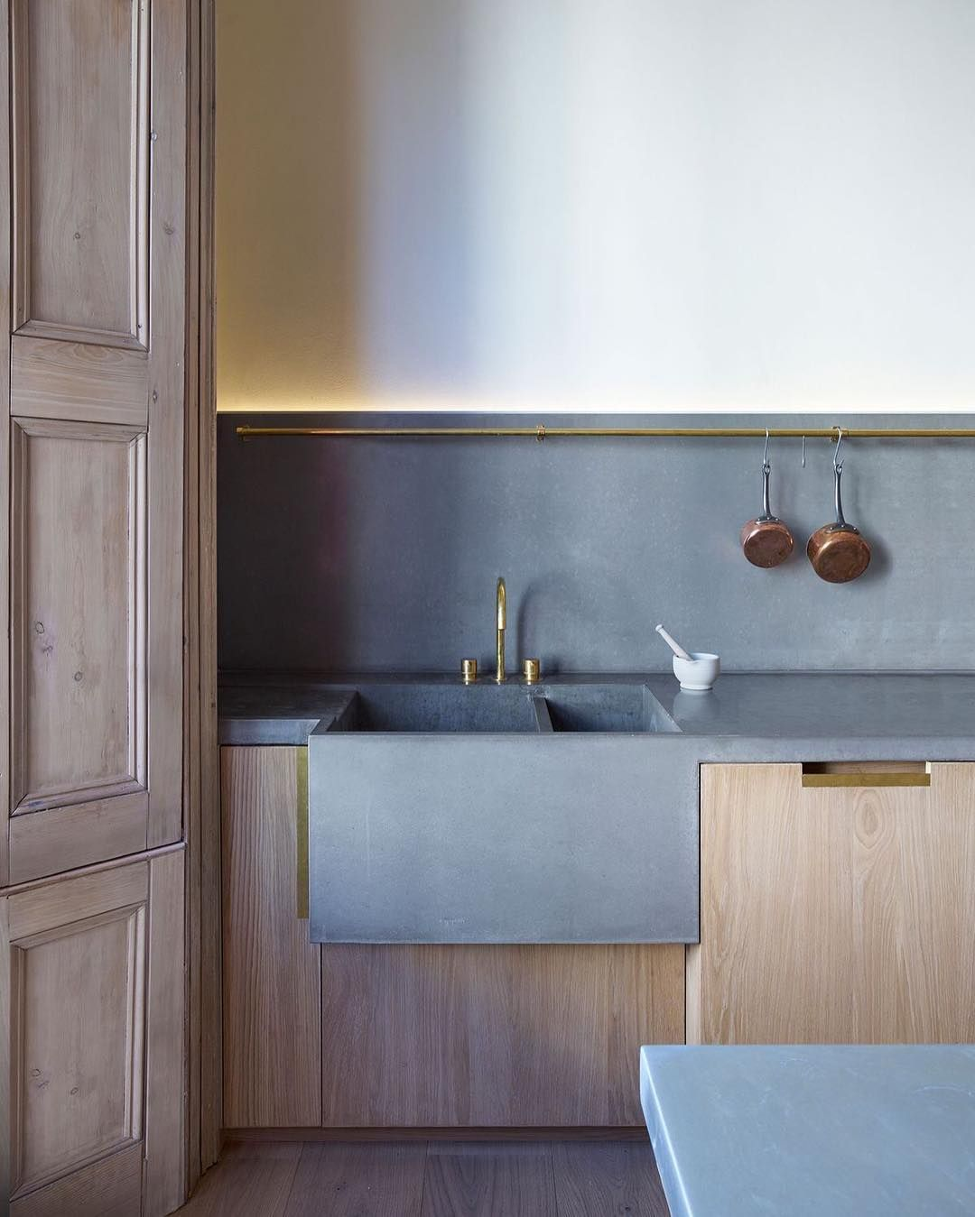 Ladbroke Grove London McLaren Excell Architects @mclarenexcell  #kitchen #kitchendesign #instakitchen #concrete #concretebench #concretesink #interiors #interior #instainterior #design #instadesign #timber #brass #mclarenexcell by lucdesign