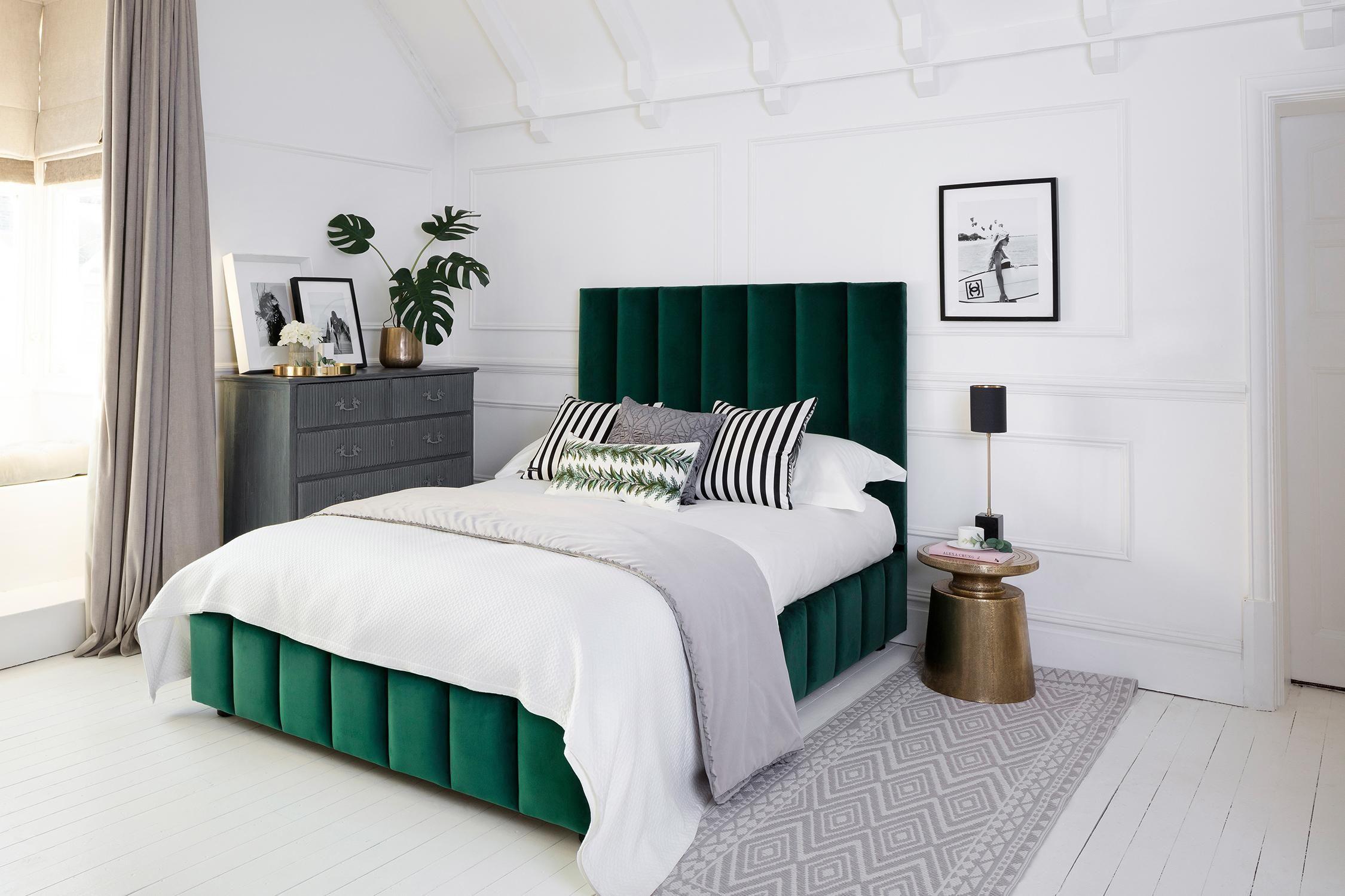 Pin by Asmaa on Bedroom Velvet bed, Luxurious bedrooms