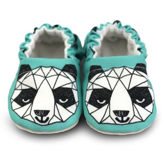 NONTRA (link in profile ) #clamfeet #baby #babyshoes #shoes #panda #moccs #madeinla #moccasins #bnw #blackandwhite #spoonflower @inkprintrepeat #ministyle #minimoccs #momprenuer