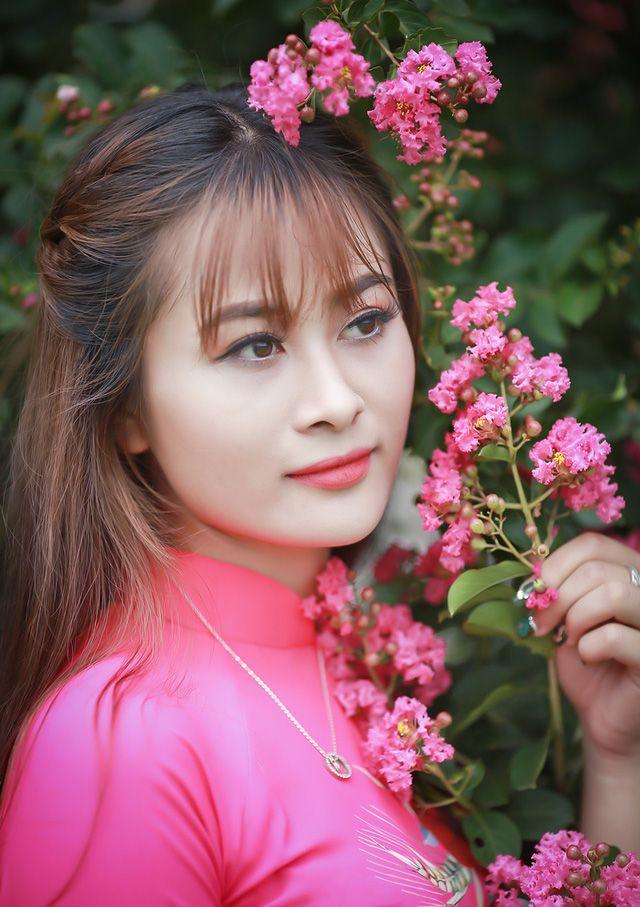 Lê Trần Ngọc Trân: Hoa khôi xứ Huế duyên dáng với áo dài