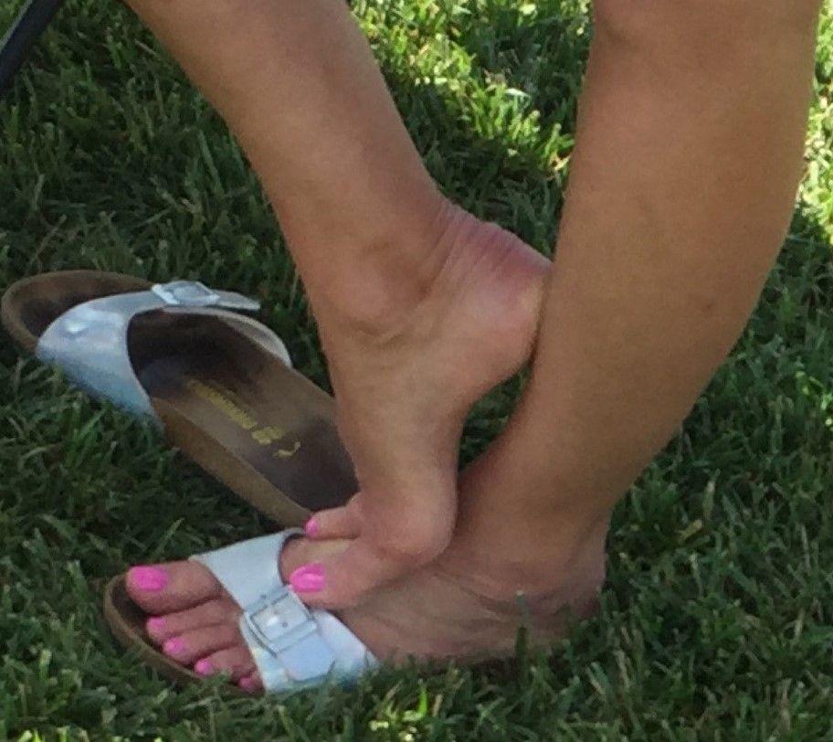 Anbetung Flip Flops Füße
